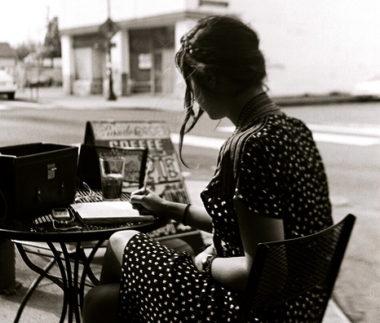 mujer-escribiendo-vintage.jpg
