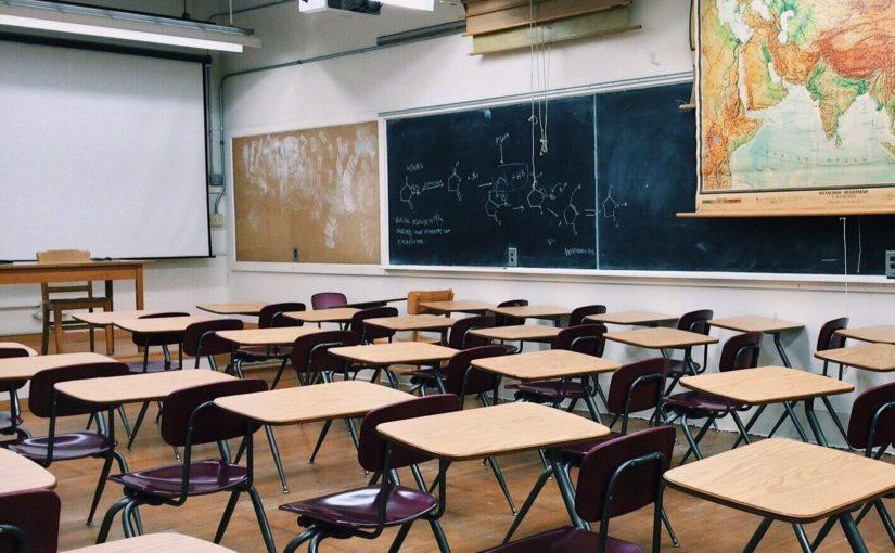 R-EVOLUCIONAR LA EDUCACIÓN. DE EDUCAR POR INERCIA A EDUCAR CON CONSCIENCIA.